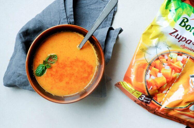 Zupa dyniowa z czerwonym curry i mleczkiem kokosowym