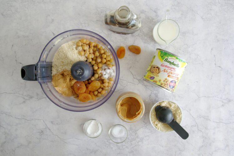Batoniki z ciecierzycy z masłem orzechowym - Krok 1
