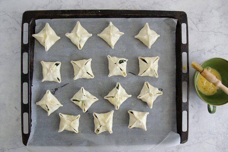 Koperty ze szpinakiem i serem feta - Krok 4