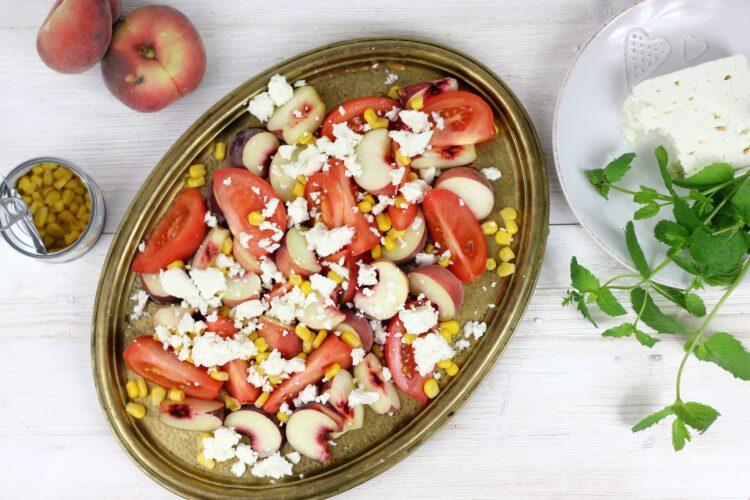 Caprese z pomidorów i brzoskwini - Krok 3