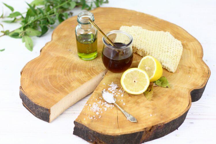 Sałatka z komosy ryżowej z fetą, miętą i cytrynowym dressingiem - Krok 3
