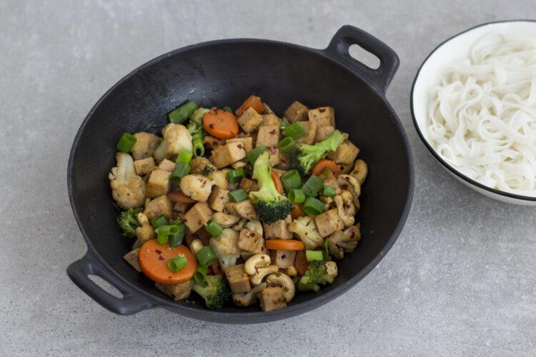 Stir-fry z warzywami, tofu i orzechami nerkowca - Krok 5