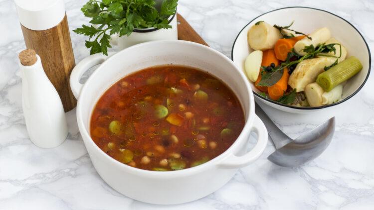 Zupa z bobem, ciecierzycą i fasolą z pomidorami - Krok 3