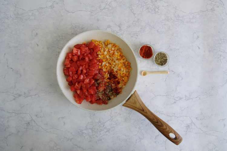 Makaron z soczewicą i pomidorami - Krok 2