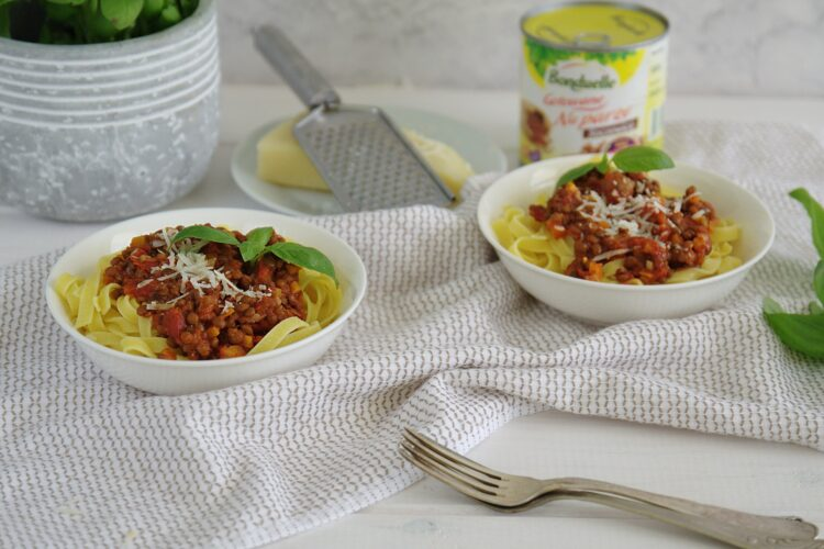 Makaron z soczewicą i pomidorami