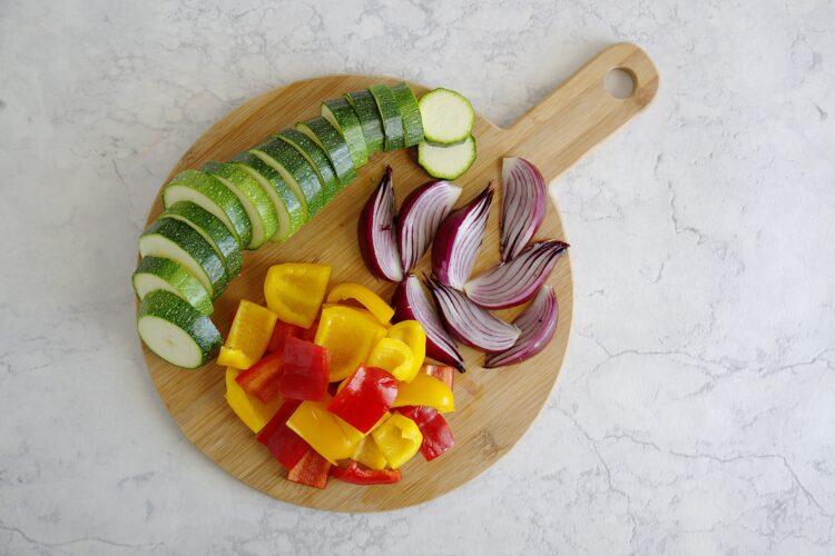 Sałatka z pieczonymi warzywami i cieciorką - Krok 1