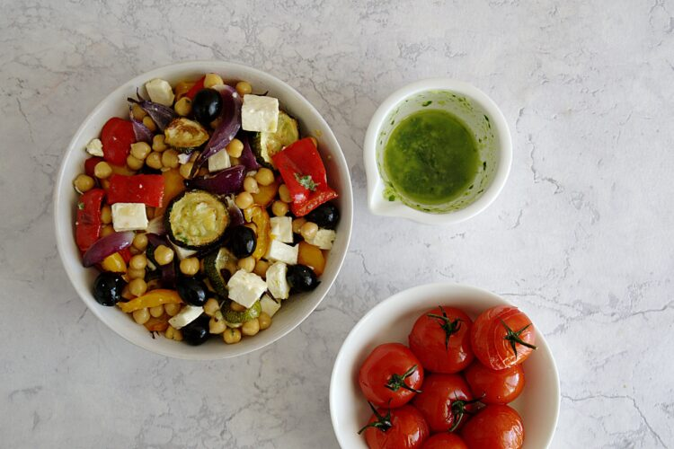 Sałatka z pieczonymi warzywami i cieciorką - Krok 5