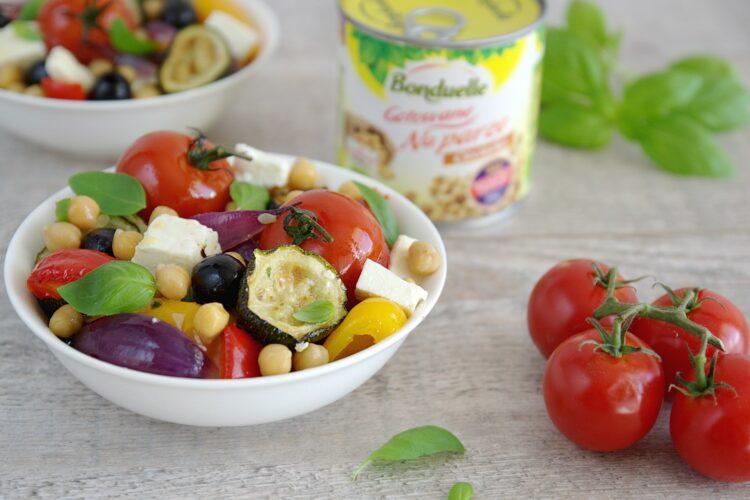 Sałatka z pieczonymi warzywami i cieciorką