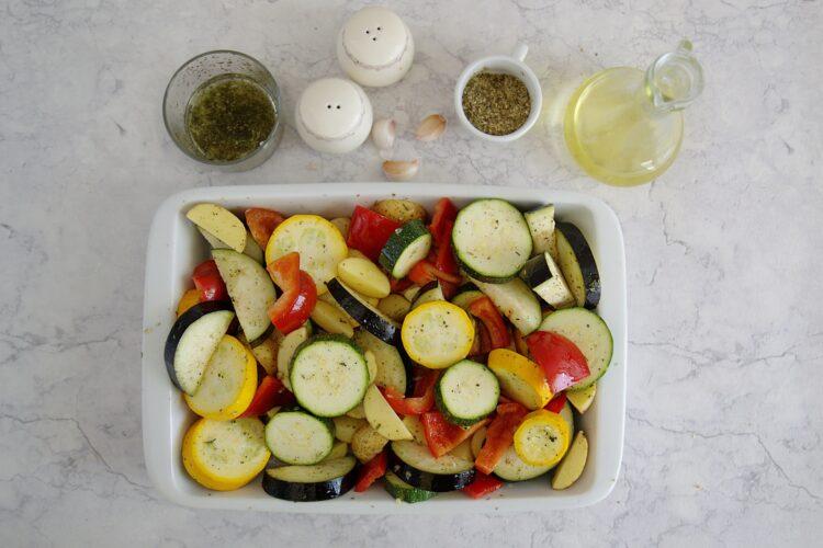 Pieczone letnie warzywa z ciecierzycą - Krok 2