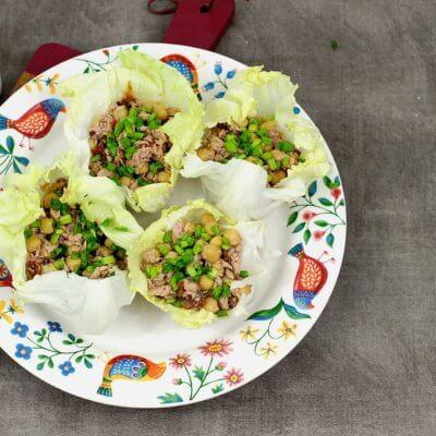 Wrapy z sałaty z tuńczykiem i cieciorką