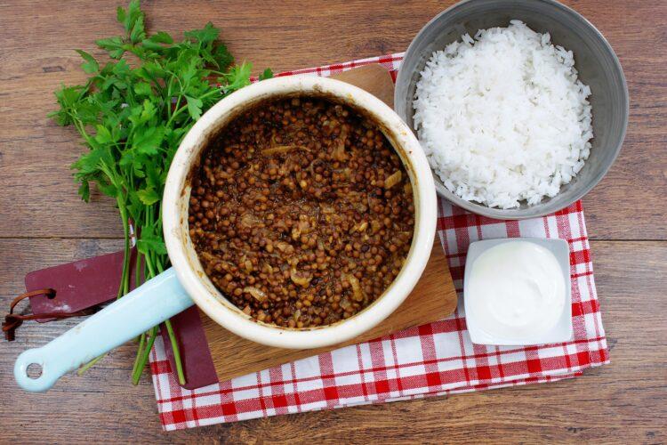 Ryż z soczewicą i karmelizowaną cebulką - Krok 4