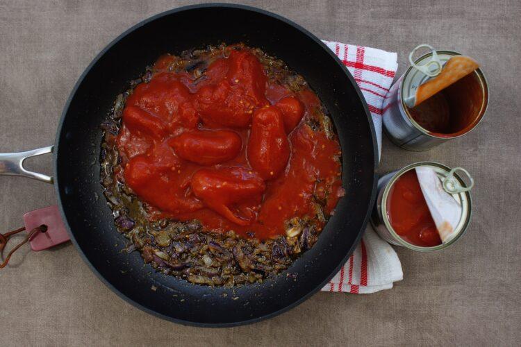 Krewetki z fasolą w pomidorach - Krok 2