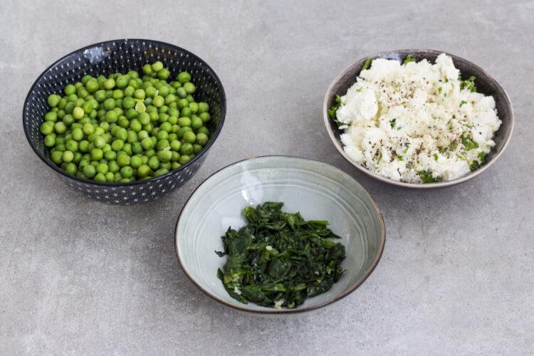 Faszerowane pieczarki portobello z zielonym groszkiem - Krok 1