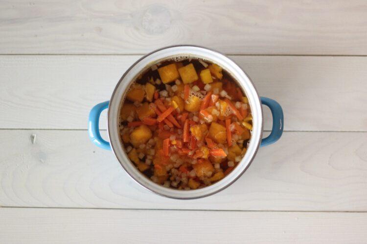 Krem dyniowo-marchewkowy z pomarańczową nutą - Krok 2