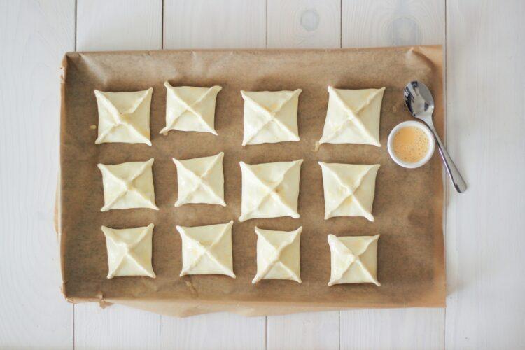 Paszteciki z cebulą i pieczarkami - Krok 4