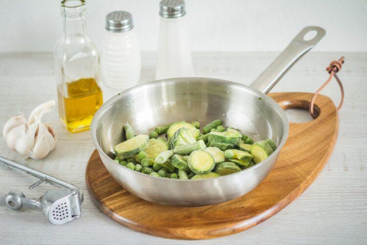 Świąteczne minipizze z zielonymi warzywami - Krok 2