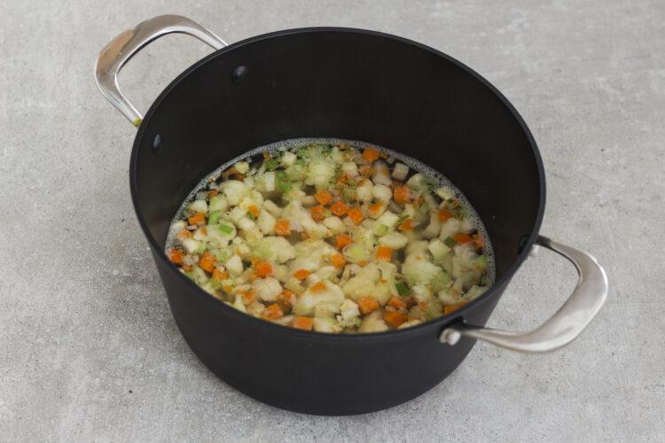 Kalafiorowa zupa krem z pieczoną ciecierzycą - Krok 3