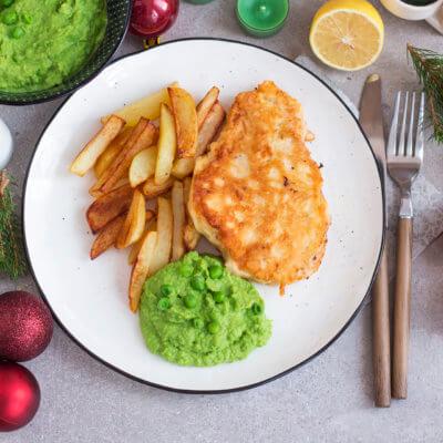 Fish & chips z dorsza na purée z groszku zielonego