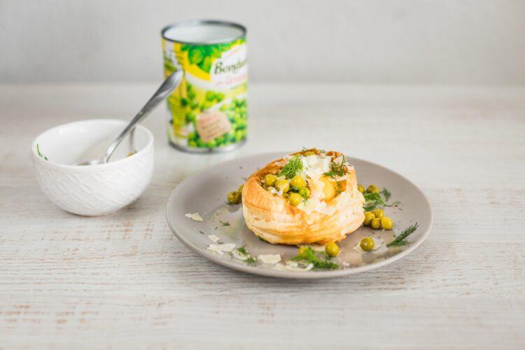 Jajka z groszkiem zapiekane w cieście francuskim - Krok 5