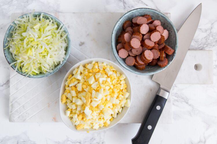 Sałatka z porem, kabanosem i kukurydzą - Krok 2