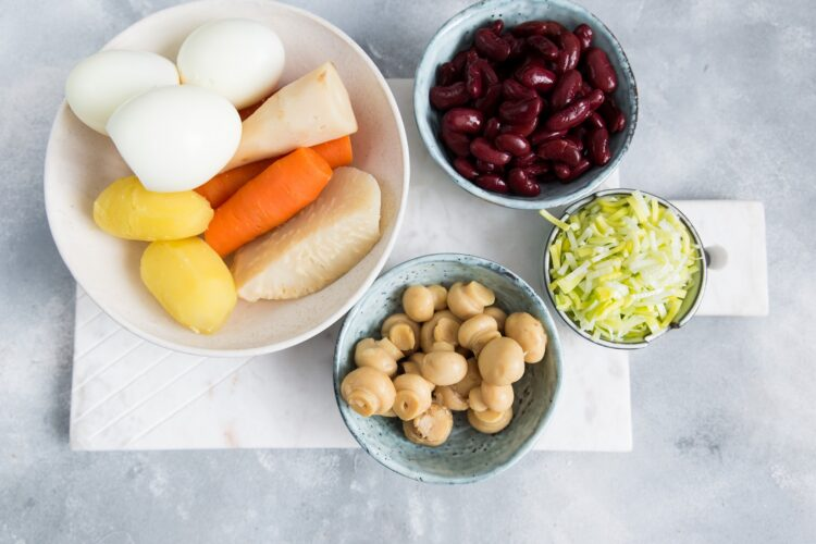 Sałatka warzywna z fasolą i pieczarkami - Krok 3