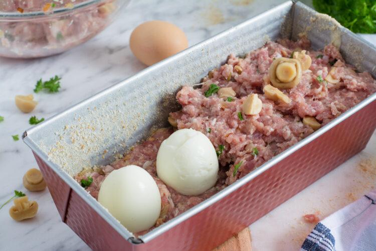 Pieczeń rzymska z jajkiem i marynowanymi pieczarkami - Krok 4