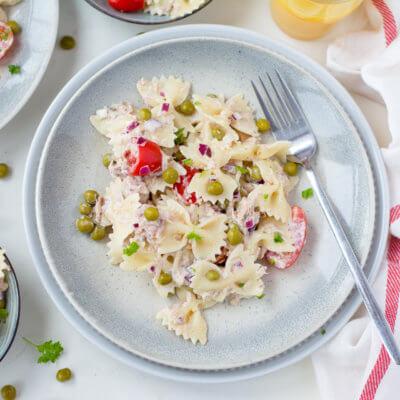 Makaronowe kokardki z tuńczykiem i groszkiem