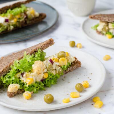 Pasta jajeczna do chleba z kukurydzą i groszkiem