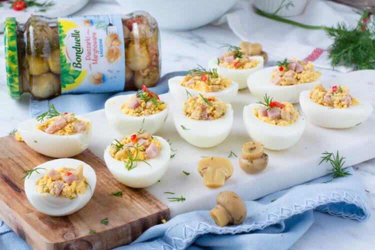 Jajka faszerowane marynowanymi pieczarkami z szynką