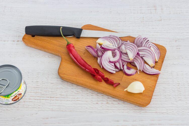 Sałatka z quinoa ze smażoną cieciorką, szpinakiem i fetą - Krok 1