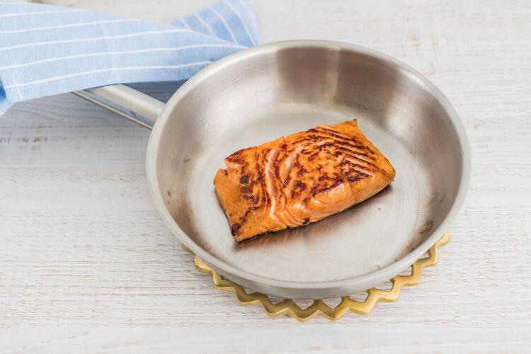 Brązowy ryż z groszkiem i szpinakiem z łososiem teriyaki - Krok 3