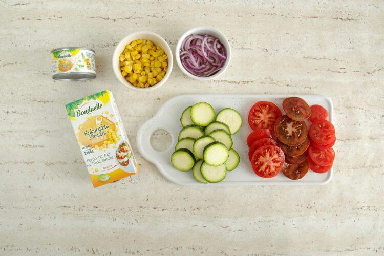 Letnia panzanella z pomidorami, cukinią i kukurydzą - Krok 1