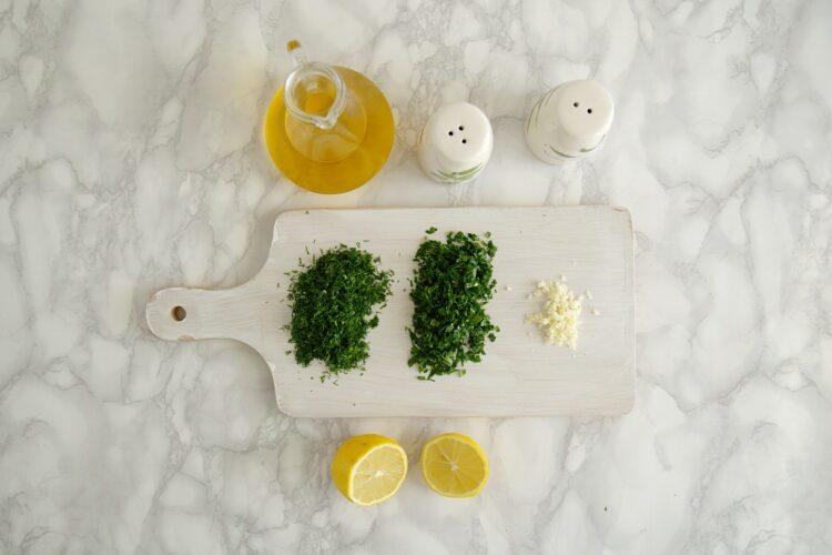 Sałatka z quinoa, groszkiem, rzodkiewką i ziołami - Krok 4