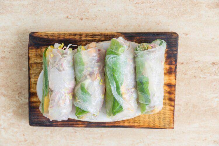 Spring rollsy z cieciorką i kalarepą - Krok 4