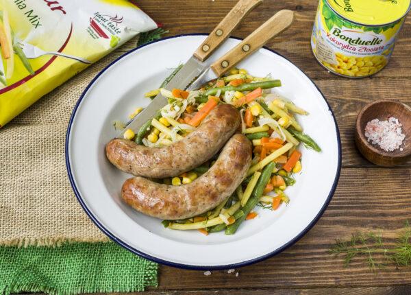 Biała kiełbasa z warzywami z patelni - Krok 6