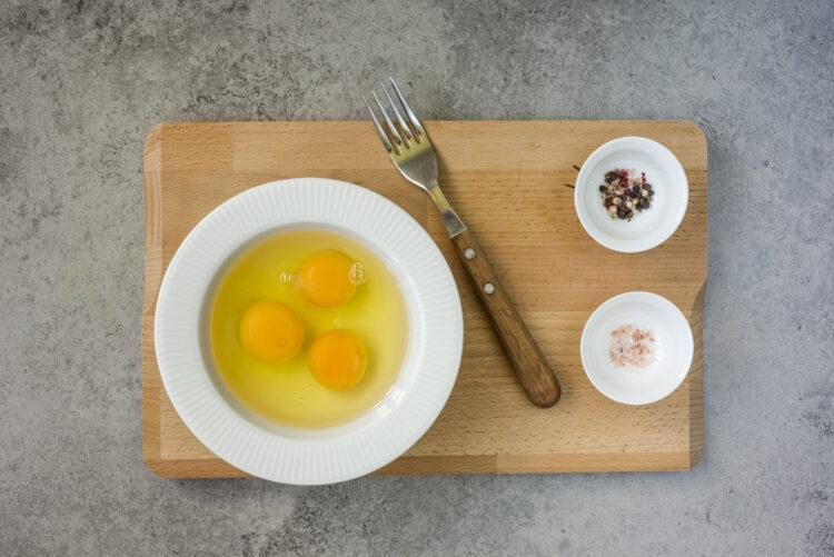Omlet z groszkiem, cukinią i szpinakiem - Krok 3