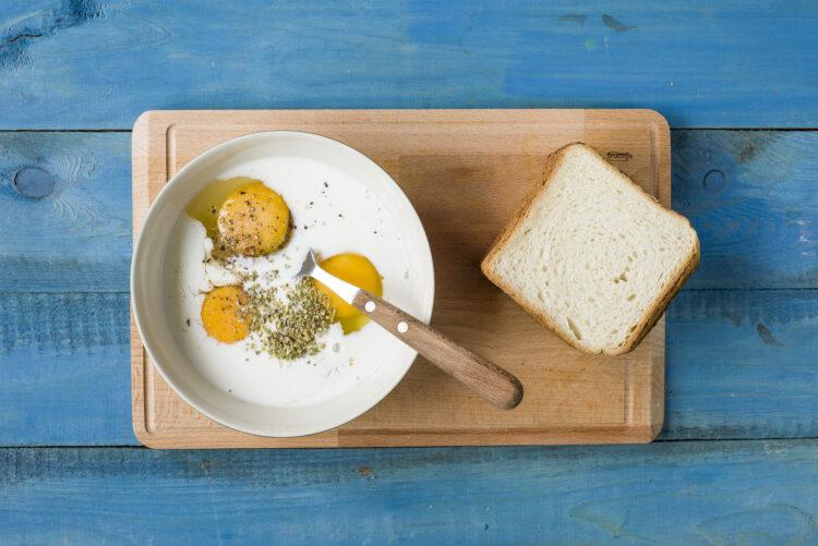 Tosty francuskie z sałatką z kukurydzy - Krok 1