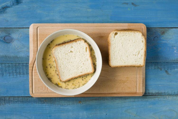 Tosty francuskie z sałatką z kukurydzy - Krok 4
