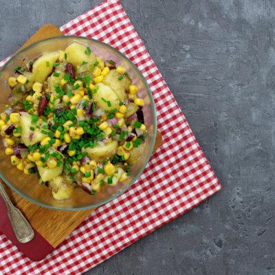 Kolorowa sałatka z ziemniakami