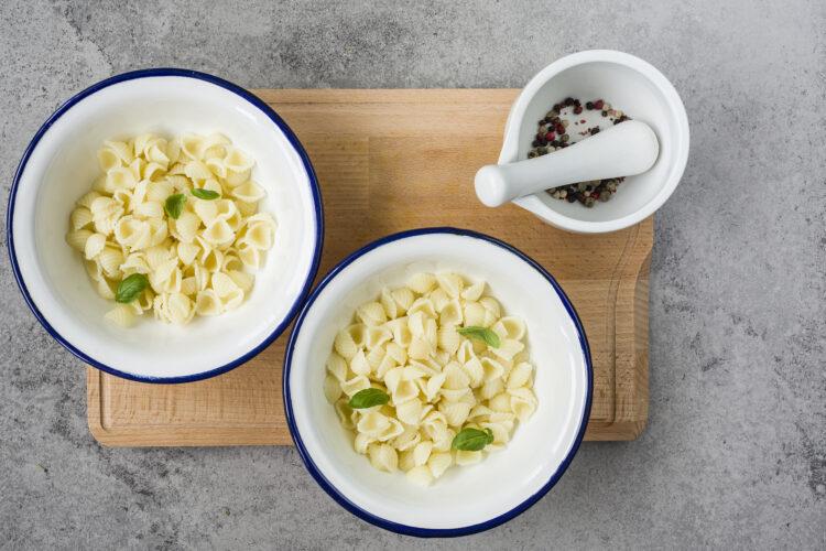 Zupa pomidorowa z makaronem i ciecierzycą - Krok 5