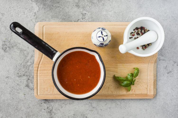 Zupa pomidorowa z makaronem i ciecierzycą - Krok 3