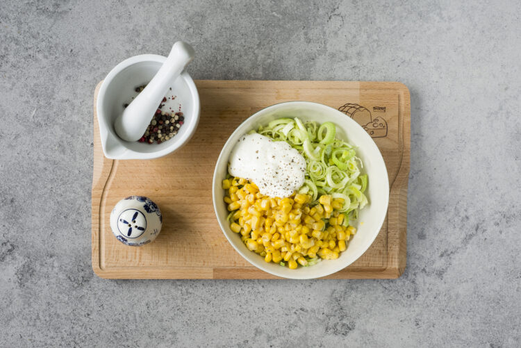 Surówka z kukurydzą - Krok 2