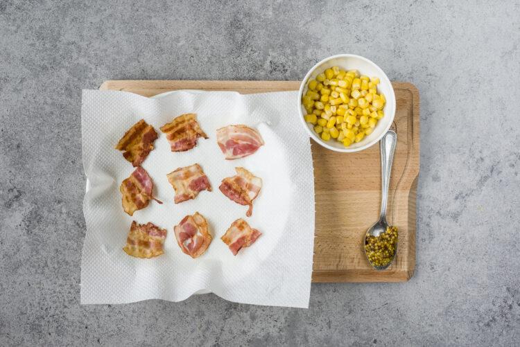 Sałatka z boczkiem i kukurydzą - Krok 2
