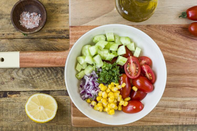 Łosoś z sałatką z kukurydzy - Krok 3