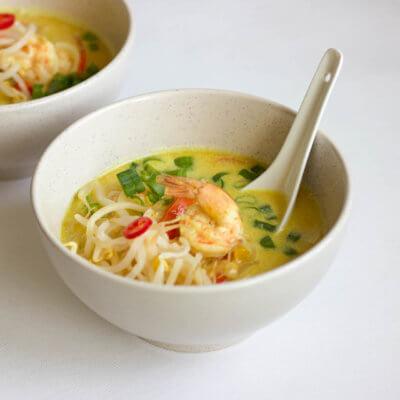 Zupa kokosowa z krewetkami i kiełkami - Krok 3