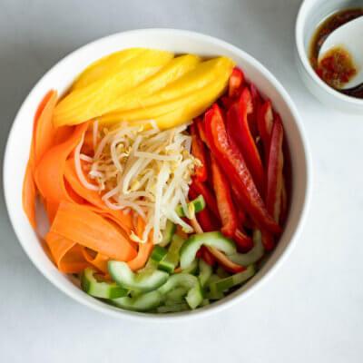 Orientalna sałatka z kiełkami
