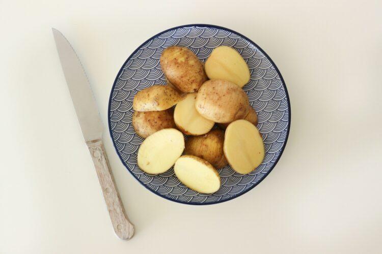 Sałatka z cieciorką i ziemniaczkami - Krok 1