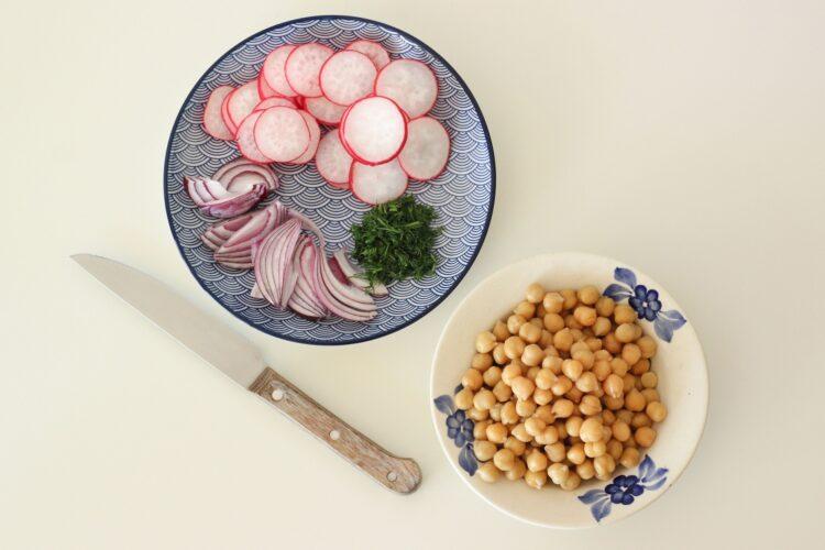 Sałatka z cieciorką i ziemniaczkami - Krok 3