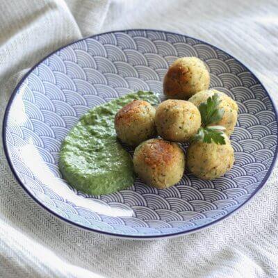 Warzywne kulki w sosie szpinakowym