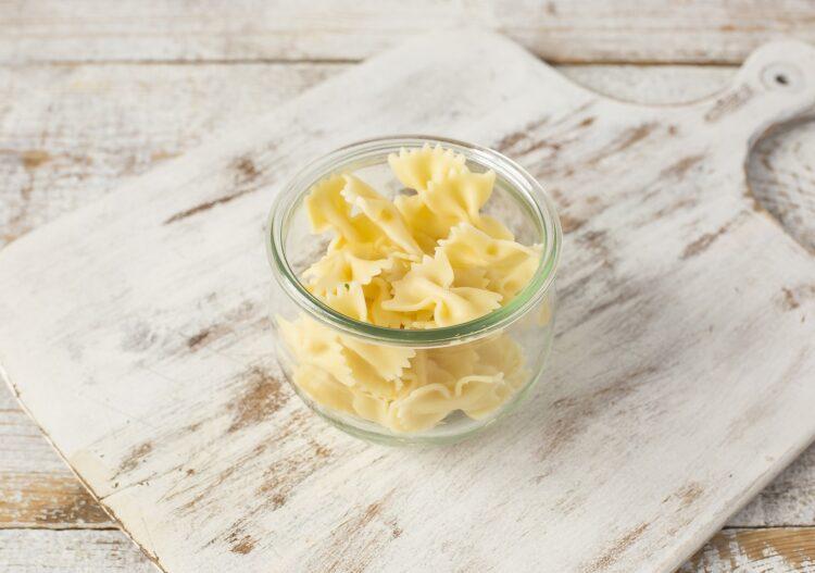 Sałatka makaronowa z kukurydzą i chili - Krok 1